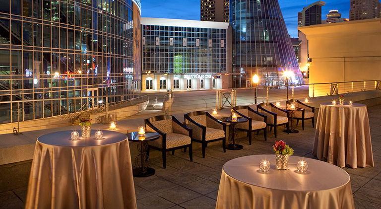 Candlelit Rooftop Cocktail Reception with a View | Chicago Meeting Planning